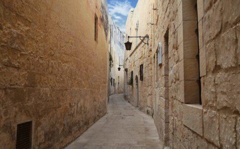 マルタの公用語は英語?訛りは?マルタ留学のメリットとデメリット